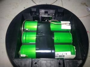 Припаивается к аккумуляторной батарее и упаковке.